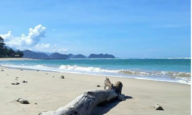 Lampuuk & Lhoknga Beach : Surfing in North Sumatra