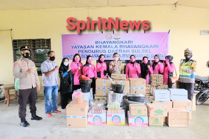 Ketua Bhayangkari Daerah Sulsel, Salurkan Bantuan ke Masyarakat Terdampak Gempa di Mamuju