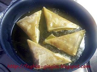 Μανιταροπιτάκια τρίγωνα - από «Τα φαγητά της γιαγιάς»