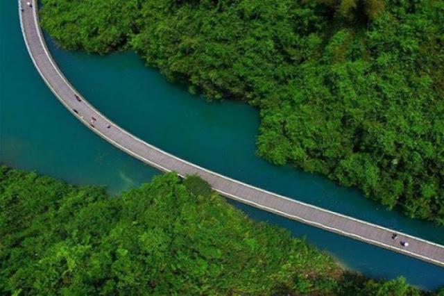 चीन में बना है नदी पर तैरता फुटपाथ, है बहुत ही खूबसूरत! - newsonfloor.com