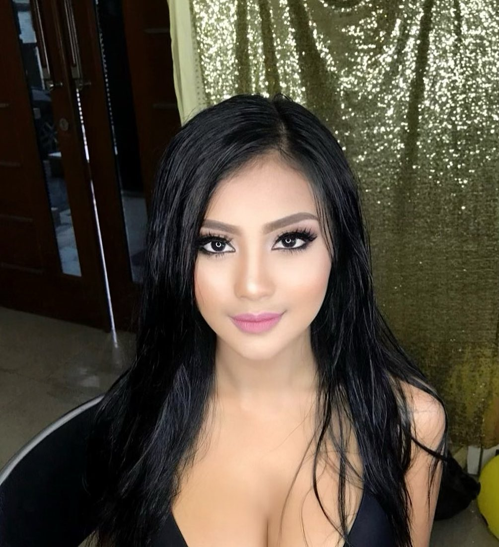 Model Seksi Indonesia: Video Pemotretan Seksi Ala Nadine Ayu
