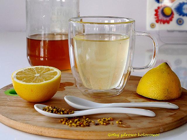 Woda z miodem i cytryną - zdrowotna petarda - Czytaj więcej »