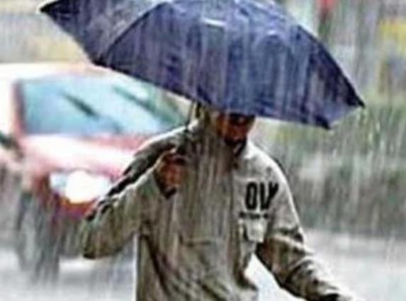 أجواء غائمة مع نزول أمطار متفرقة بهذه المناطق اليوم الجمعة