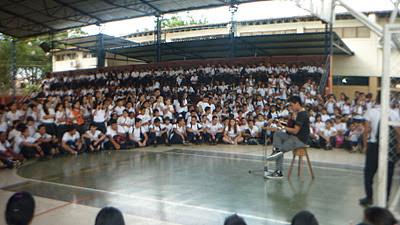 Todos los estudiantes estuvieron encantados escuchando a Mauricio Bastidas