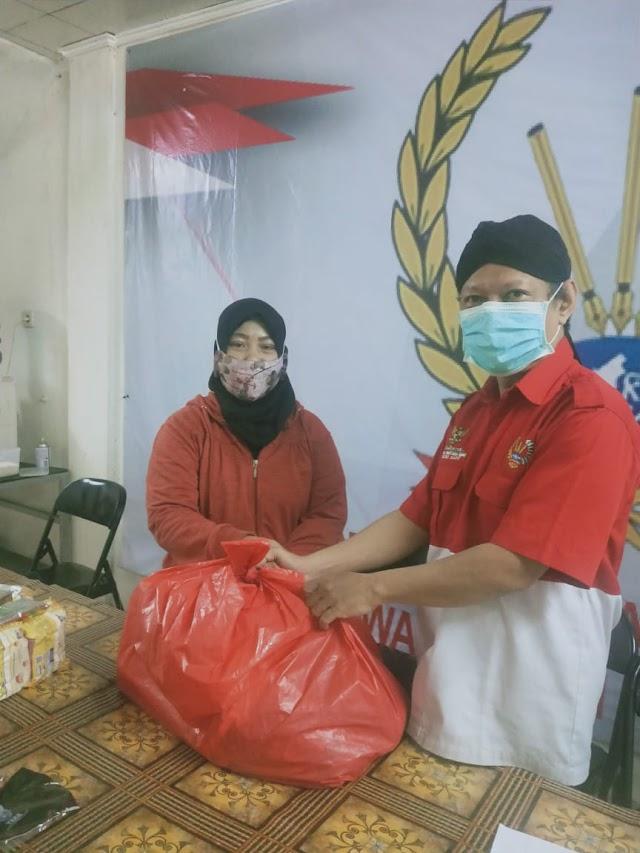 DPC PWRI Depok Kembali Bagikan Puluhan Paket Sembako