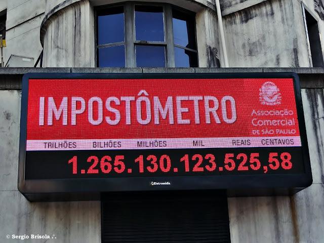 Close-up do painel Impostômetro - Associação Comercial SP - Centro - São Paulo