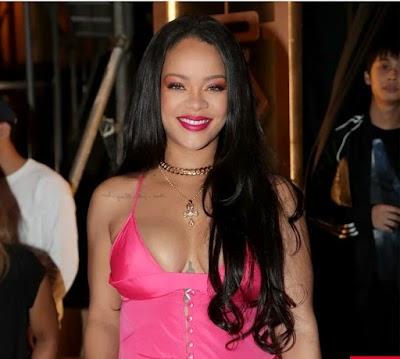 Fans in Awe As Rihanna Got Bangs...Read more