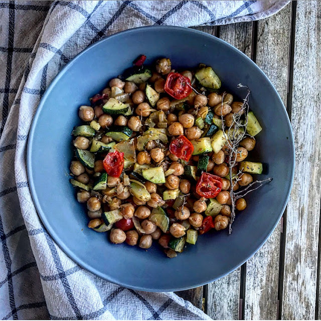 Wok healthy de légumes d'été parfumé au thym charlotte and cooking