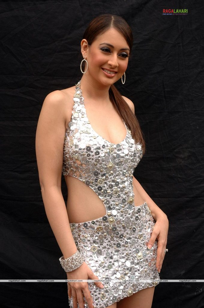 Graceful Diva Preeti Jhangiani