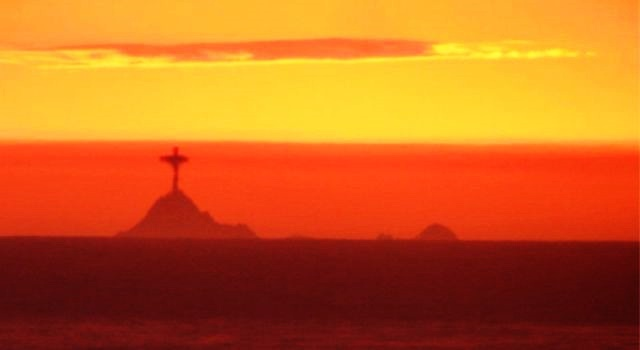 Farallon Islands lighthouse, San Francisco turns into statue of Christ the Redeemer, Brazil  Farallon-%2BIslands-%2Blighthouse-%2BSan%2BFrancisco