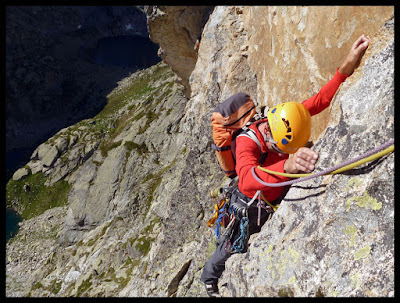 Escalando el sexto largo de Excelsa, en Larribet, Pic d'Artouste