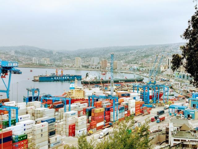 Millones de contenedores en el puerto de Valparaíso