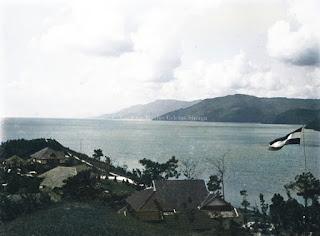 danau toba dan salah satu sudut wilayah prapat dan bendera