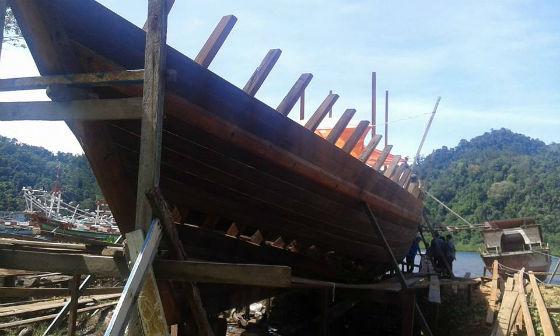 kapal kayu tradisional