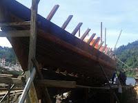 Aktivitas Pembuatan Kapal Kayu Tradisional Jadi Nilai Lebih Daya Tarik Wisata Bahari di Kawasan Sungai Pisang
