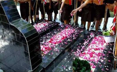 Inilah Hukum Menabur Bunga Di Atas Makam