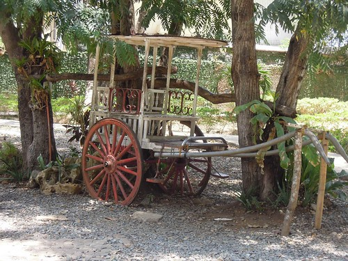 Puerto Princesa Travel Guide: an old cart inside Plaza Cuartel