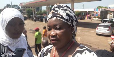 Guinée, Conakry  les femmes font parler les balais pour interpeller le président Alpha Condé1