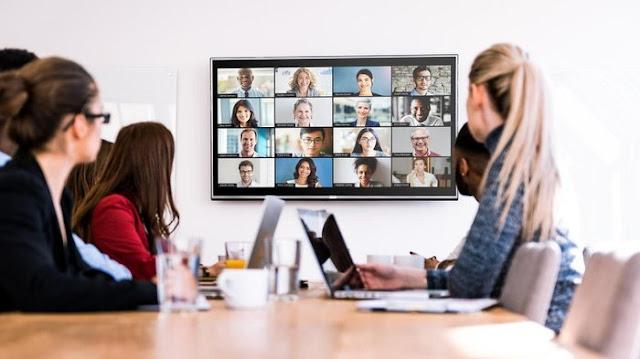 Como partilhar o ecrã na aplicação de zoom durante a reunião online?