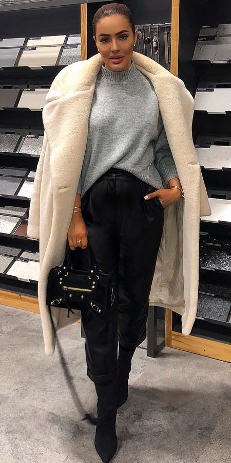 Micha lounge relaxed jumper| From knited jumpers to oversized jumper. Discover these 31 Cute womens jumpers that will totally embrace you. Jumper Outfits via higiggle.com #jumper #winterwear #style #cute