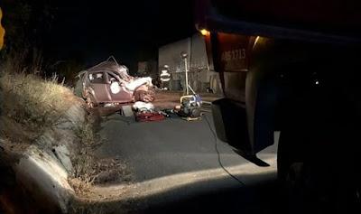 Motorista de carro morre após batida que envolveu carreta bitrem e motocicleta em Barreiras