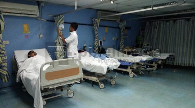 Lelaki Dedah Hospital Sial yang Layan Pesakit Sambil Lewa