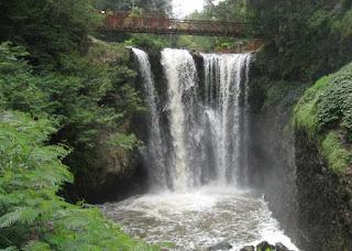 Keindahan Air Terjun Maribaya Bandung