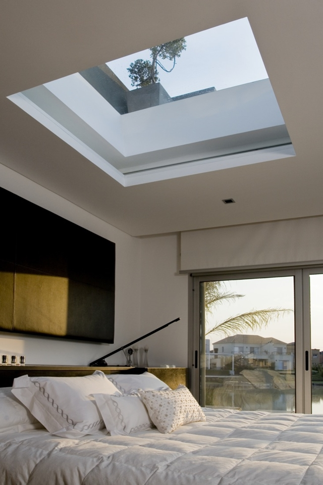 Roof window above the bed