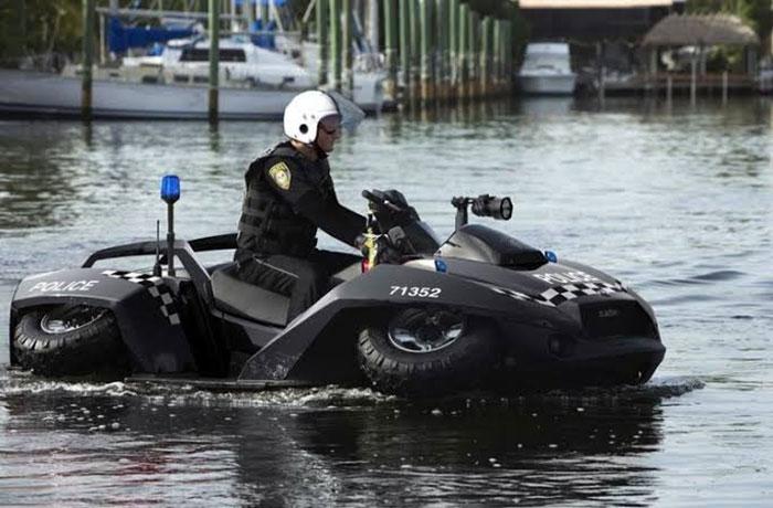 Mobil Amphibi Polisi Gibbs Quadski