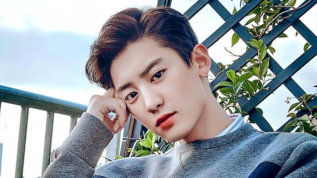 EXO's Chanyeol Confirms to Enter Military Service Next Month!