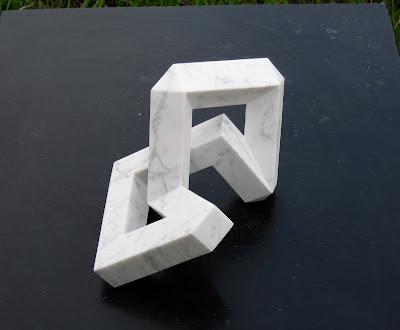 久保極の大理石の彫刻