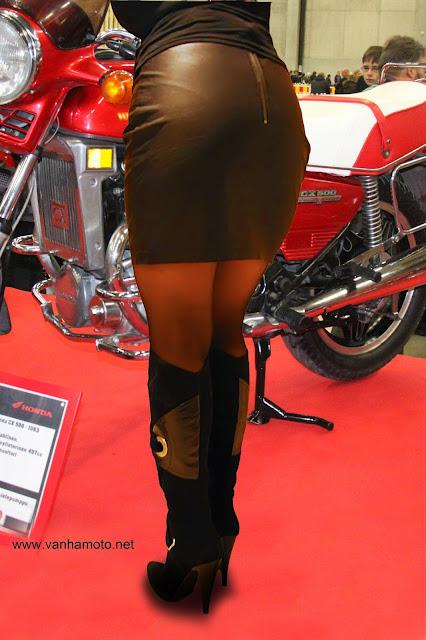 tiukka nahkahame tight leather skirt korkeakorkoiset saappaat high heel boots sexy