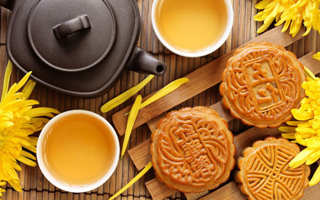 About Mooncakes and Tea - Mid-Autumn Festival in China