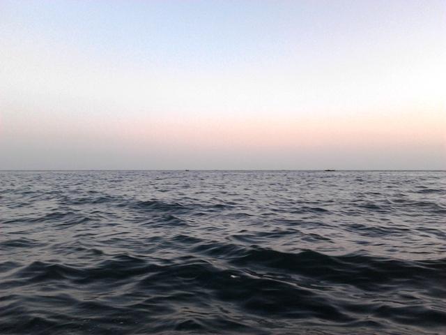 Muzzammil's Travels: Boating around Karachi's Oyster Rocks