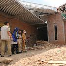 Rumahnya Diterjang Angin Puting Beliung Tiga Warga Desa Rau Dapat Bantuan