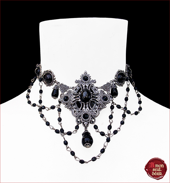 collier gothique reine majesté croix argent perles noires gothic style