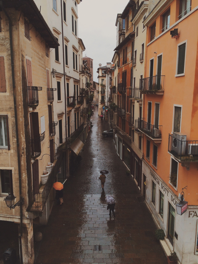 A rainy view of Vicenza, photographer - Katie Currid of Freckle & Fair