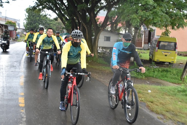 Danrem Bersama Kasrem 141/Tp,  Gowes Sepeda Santai Disiktar Watampone