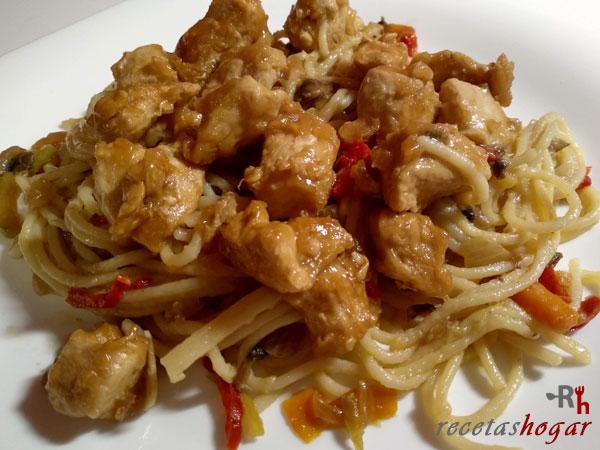 Receta casera de Espaguetis con verduras, champiñones y pollo