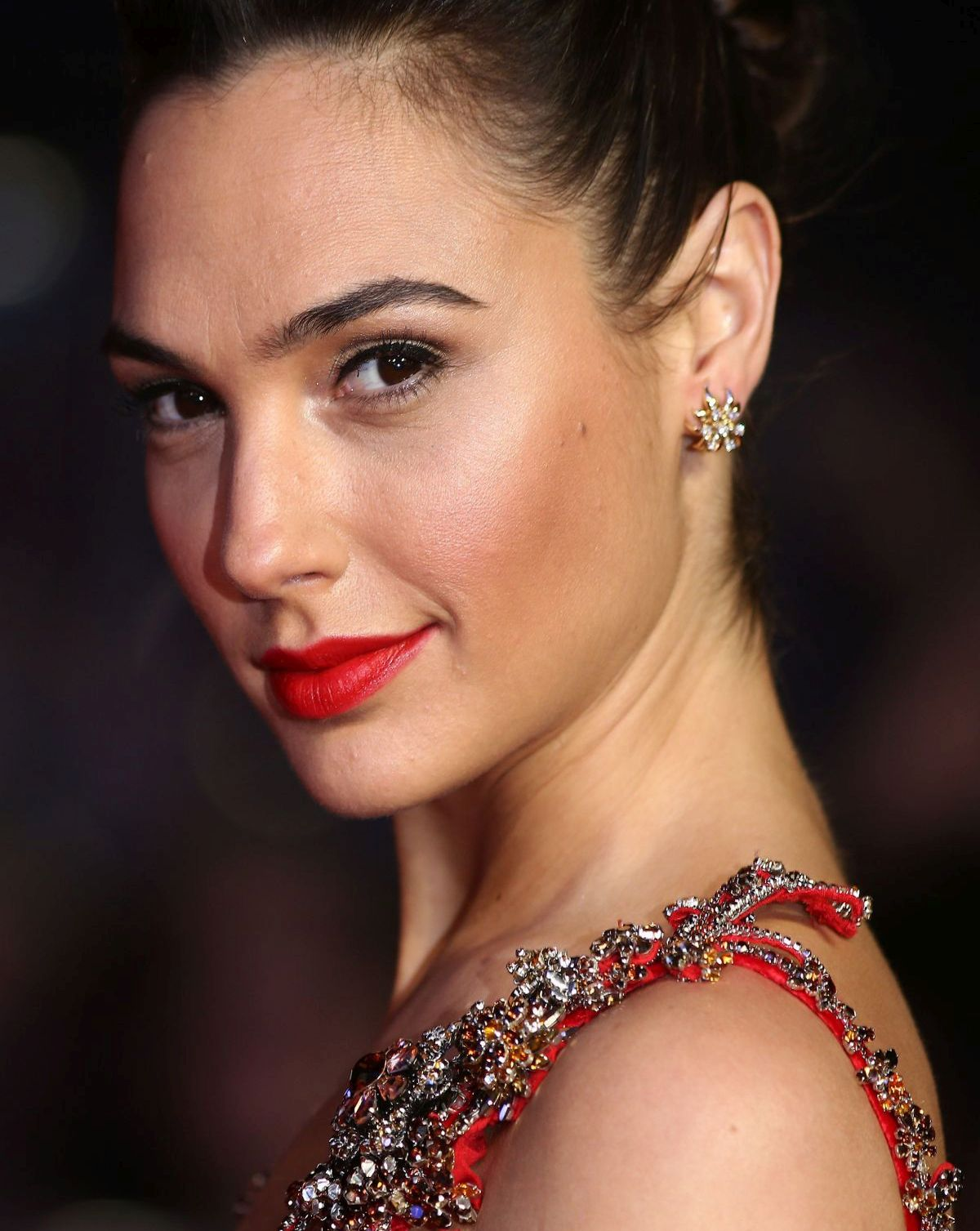 Gal Gadot Hot And Sexy Wide Screen Full Hd Wallpapers Top 10 Ranker