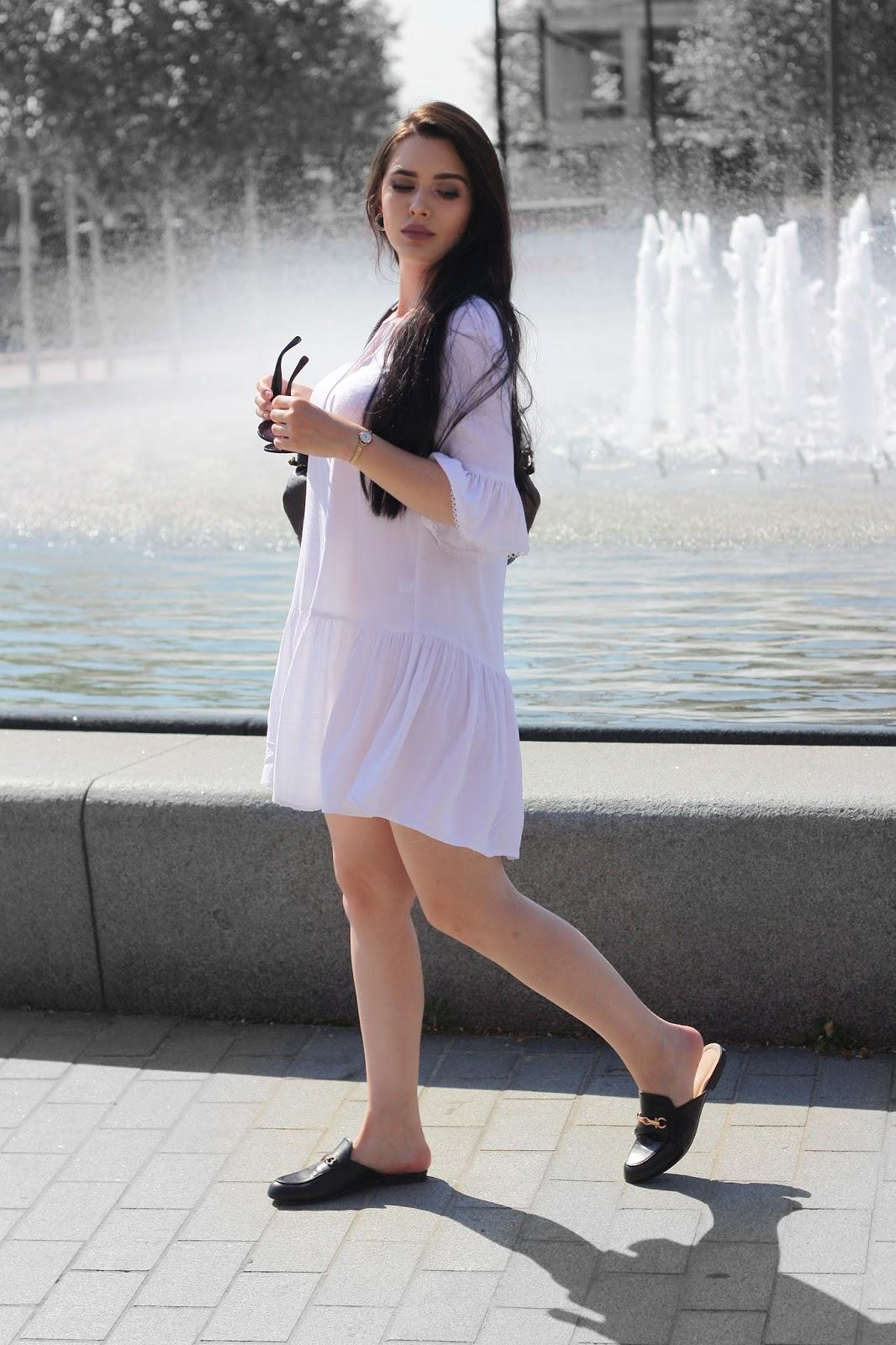 biała sukienka, dodatki do białej sukienki, buty do białej sukienki