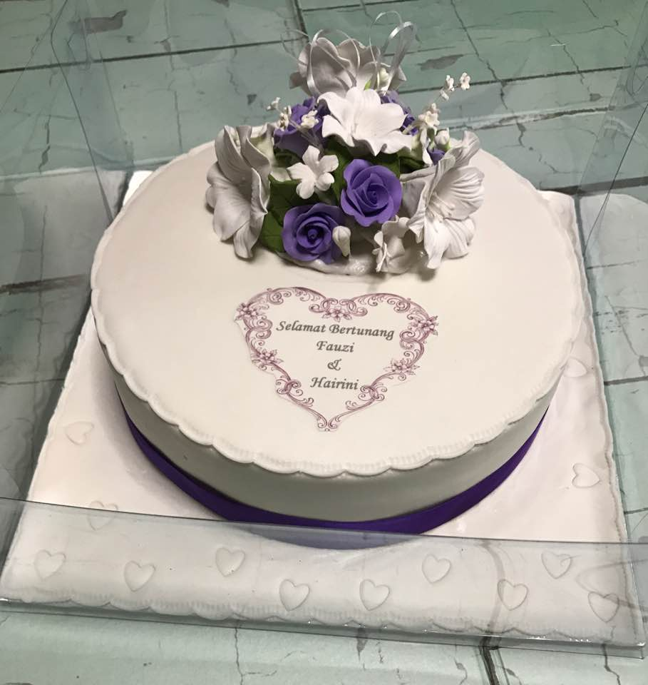 halal wedding cake singapore izah s kitchen engagement cake for hafiz and hairini 15036
