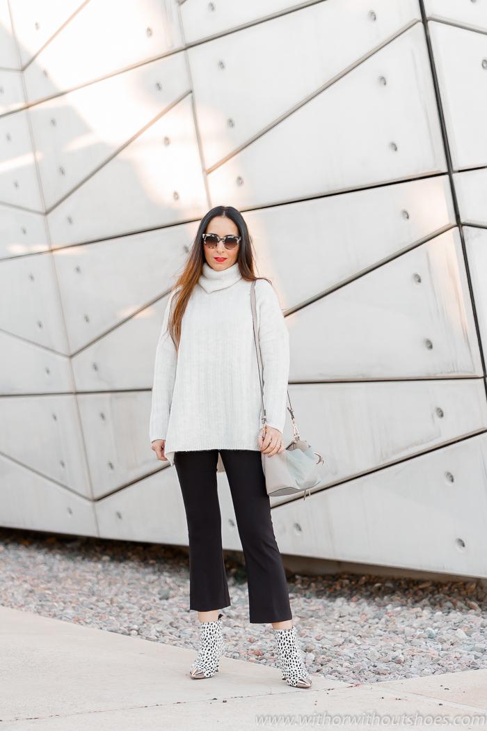 Streetstyle Look blanco y negro con jersey de lana y botines animal print dalmata AGL