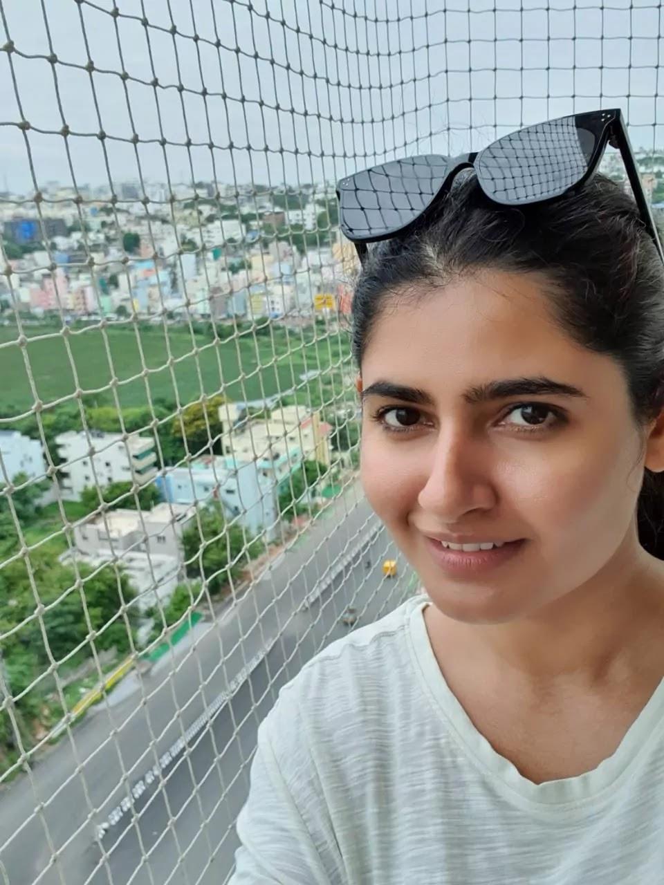 ashima-narwal-random-selfie-pics-in-lockdown
