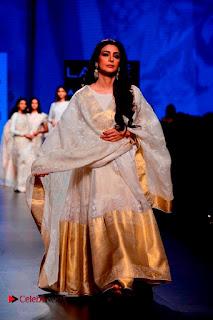 Actress Tabu Walk on Ramp for Gaurang Shah at Lakme Fashion Week  0016.jpg
