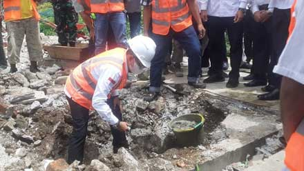 Eka Putra letakkan batu pertama dimulainya pembangunan Pasar Nagari Sumanik