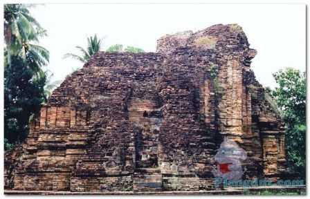 Reruntuhan candi Kaew (wat kaew) bercorak budhisme di Chaiya Thailand dan merupakan candi jejak Sriwijaya