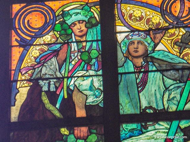 Vitral de Alfons Mucha na Catedral de São Vito, Castelo de Praga
