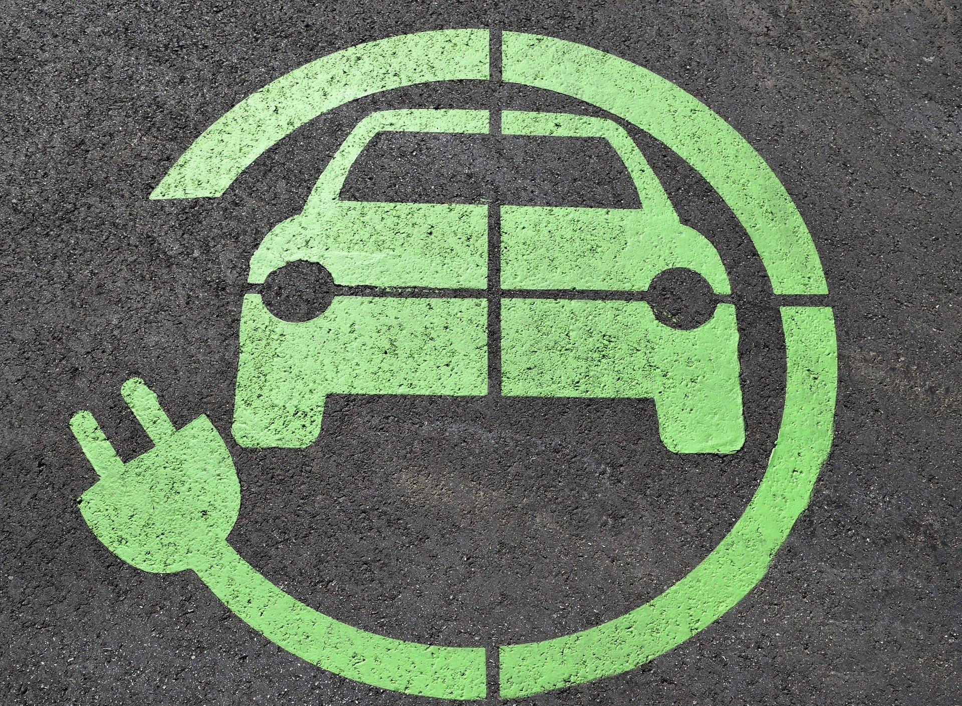 """السيارات الكهربائية في الإمارات رؤية مستقبلية تتجاوز """"مطبات"""" الانتشار"""