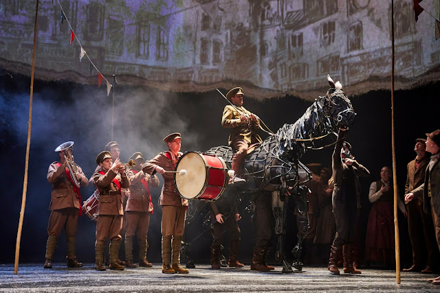National Theatre production of War Horse (Photo  Brinkhoff/Mögenburg)
